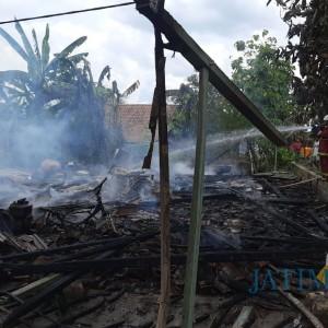 Ditinggal Pergi, Rumah Warga Sugihwaras Bojonegoro Ludes Terbakar