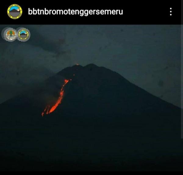 Potret kondisi terkini Gunung Semeru (@bbtnbromotenggersemeru).