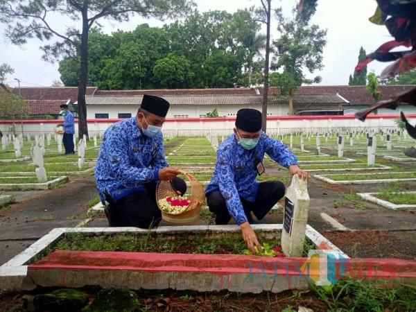 HUT ke-49 Korpri, Sekda Kabupaten Blitar Pimpin Ziarah Makam Pahlawan
