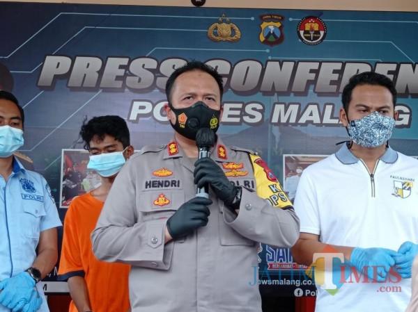 Kapolres Malang, AKBP Hendri Umar saat rilis pelaku pembunuhan (Hendra Saputra)