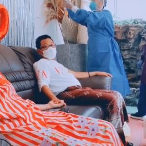 Tes Swab, Wali Kota Malang Sutiaji Gandeng Tangan Istri