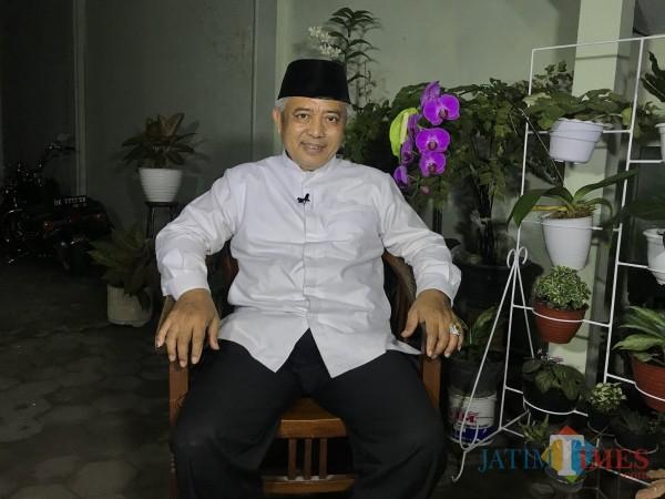 Bupati Malang Sanusi saat di kediamannya. (Foto: Ima/MalangTIMES)