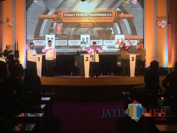 Kandidat nomor urut satu dari pasangan SanDi (paling kiri) saat mengakhiri debat publik seri pamungkas (Foto : Ashaq Lupito / MalangTIMES)