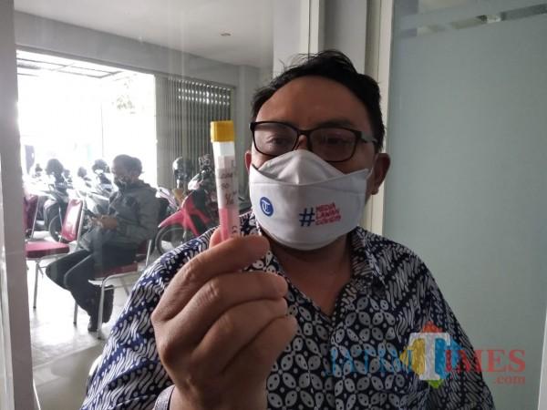 Salah satu ASN Pemkot Malang saat akan menjalani swab test. (Arifina Cahyanti Firdausi/MalangTIMES).