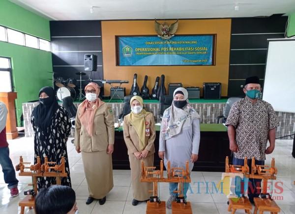 Dapat Keterampilan Baru, Dinsos-P3AP2KB Kota Malang Bantu Disabilitas Alat Pintal Benang