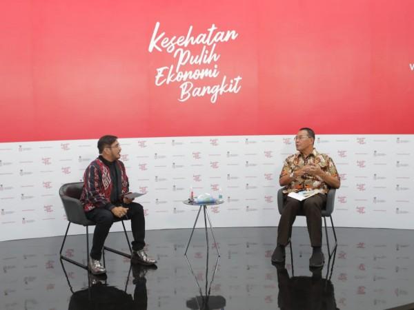 dr. H. Mohamad Subuh, MPPM (Staf Ahli Kemenkes Bidang Ekonomi) bersama moderator Jeremy Teti (Foto: IST)