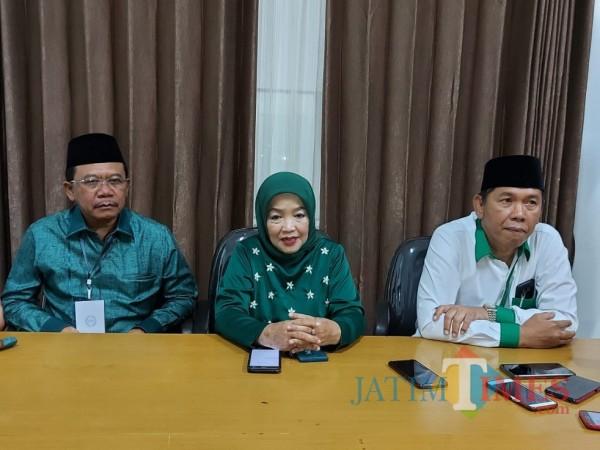 Paslon LaDub saat menggelar konferensi pers usai menjalani debat publik di Gedung DPRD Kabupaten Malang. (Foto: Tubagus Achmad/MalangTimes)