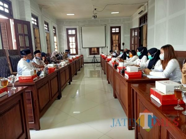 Aktivitas-hearing-Komisi-B-DPRD-Kota-Malang-dengan-mitra-kerjanya-36aa7f6b9254faa2a.jpg
