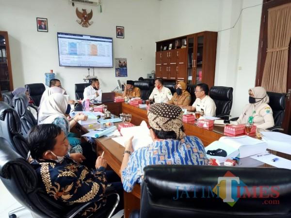 Aktivitas-hearing-Komisi-B-DPRD-Kota-Malang-dengan-mitra-kerjanya-43951efd2729d8129.jpg