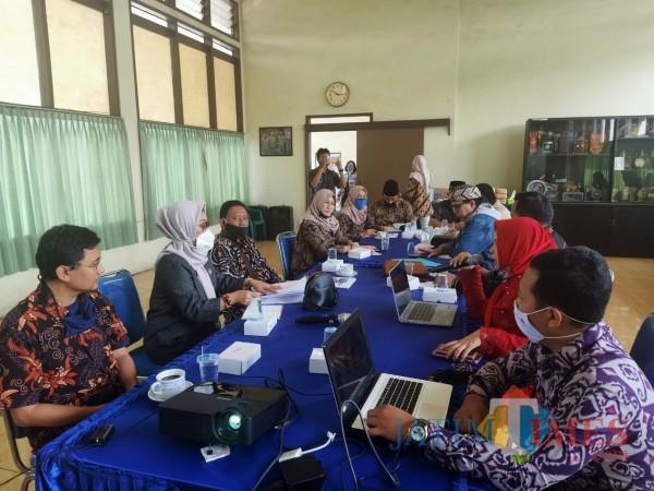 Aktivitas-hearing-Komisi-B-DPRD-Kota-Malang-dengan-mitra-kerjanya-6559909d36456eec5.jpg