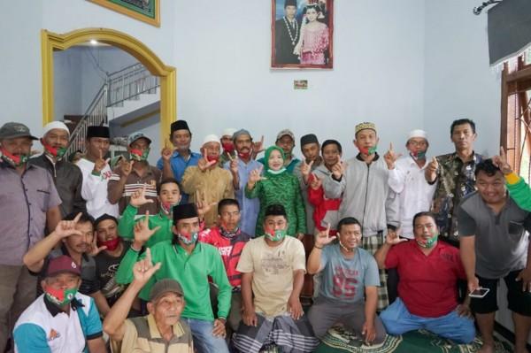 Calon Bupati Malang nomor urut dua yakni Lathifah Shohib saat bersama para pendukungnya. (Foto: Dok. Malang Bangkit)