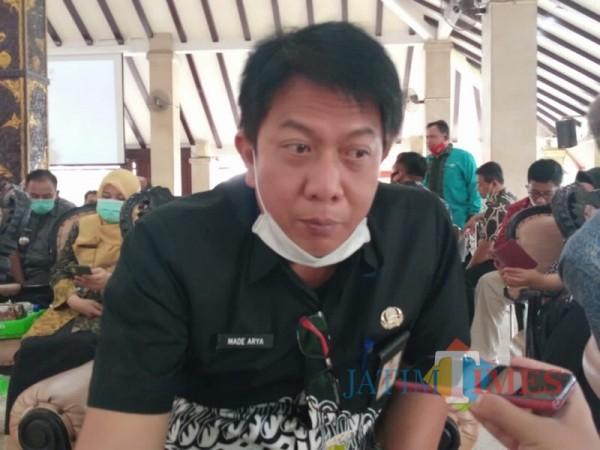 Plt Kepala Bapenda Kabupaten Malang Made Arya Wedhantara saat menjelaskan potensi pajak daerah disektor wisata. (Foto : Istimewa)