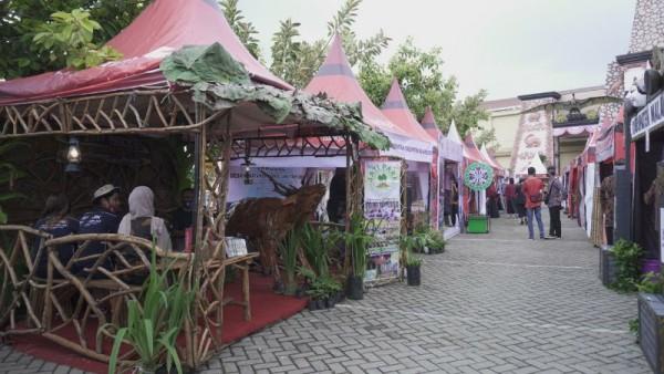 Sebanyak 38 kabupaten/kota se-Jawa Timur Ikut meriahkan event Jambore Desa Wisata di halaman Jatim Park 3, Kota Batu, Sabtu (5/12/2020).