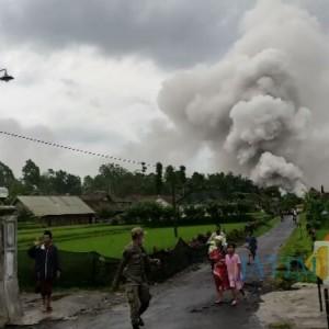Kepulan Abu Vulkanik di Supit Urang, Warga Berlarian, BPBD: Bukan Erupsi