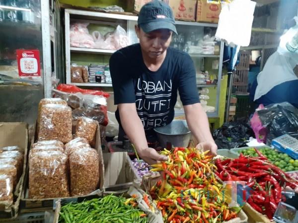 Pedagang cabai di Pasar Besar Kota Malang. (Arifina Cahyanti Firdausi/MalangTIMES).