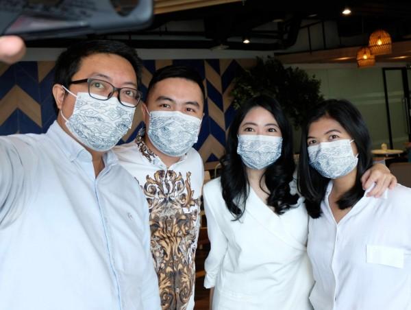 Bangga Jaga Indonesia, SOFTIES Hadirkan Masker Bermotif Batik