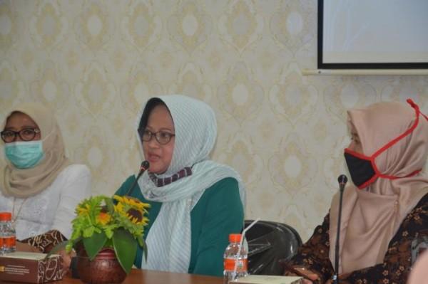 Hj Farichah SPdI, seorang publik figur di lingkungan DWP Pusat Kemenag RI yang juga istri dari Prof Dr H Nizar Ali MAg, Sekretaris Jenderal Kementerian Agama Republik Indonesia. (Foto: Humas)