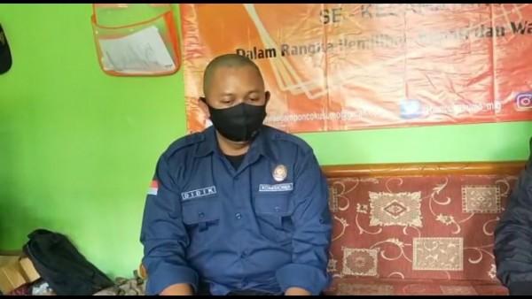 Divisi Hukum dan Penindakan Panwascam Poncokusumo Kabupaten Malang Didik saat memberikan keterangan resminya, Selasa (8/12/2020). (Foto: Istimewa)