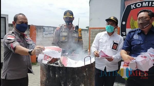 Jelang Coblosan, KPU Kota Blitar Blitar Musnahkan 559 Surat Suara Rusak