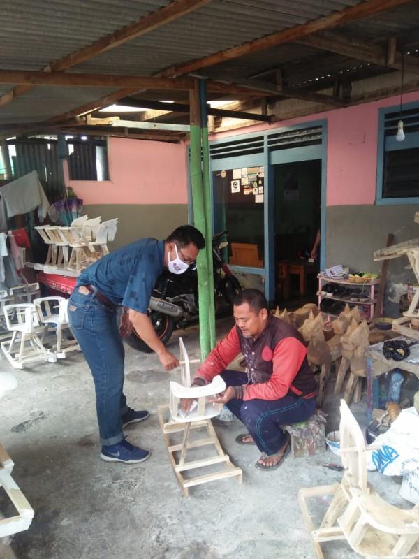 Perajin di Kabupaten Malang yang tetap eksis di tengah pandemi covid-19 (Istimewa).