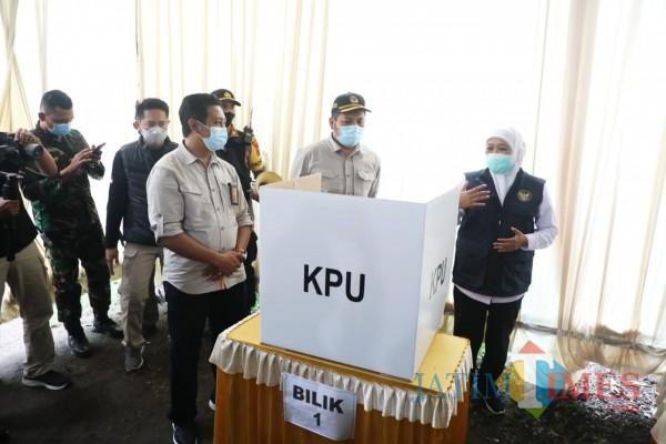Gubernur Khofifah Bersama Forkopimda Tinjau Pelaksanaan di Beberapa TPS