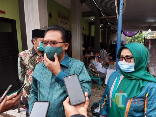 Ketua DPC PKB Kabupaten Malang Ali Ahmad saat ditemui awak media usai mencoblos di TPS dekat kediamannya, Rabu (9/12/2020). (Foto: Tubagus Achmad/MalangTimes)