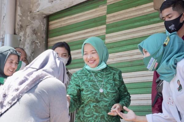 Calon Bupati Malang, Lathifah Shohib saat menyapa masyarakat Kabupaten Malang ketika masa kampanye. (Foto: Dok. Malang Bangkit)
