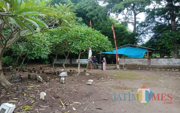Lokasi Kuburan Medeleg Desa Tampingmojo, Kecamatan Tembelang, Jombang. (Foto: Adi Rosul / JombangTIMES)