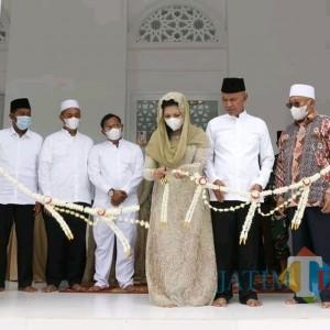 Abdikan Diri ke Masyarakat, Said Abdullah Resmikan Masjid Ayu Winarti Said di Ponpes Al Karimiyah