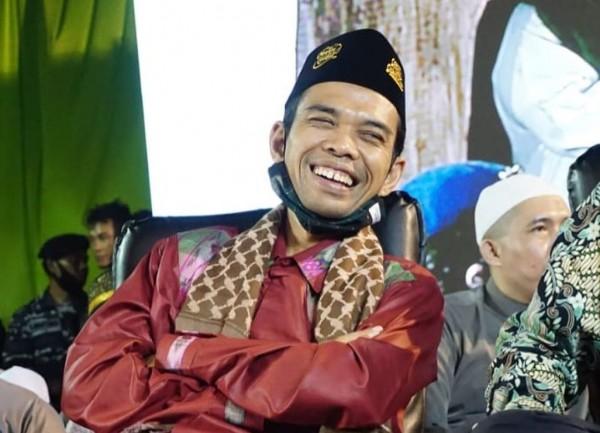 Menantu Jokowi Menang Hitungan Cepat, Tagar #Somad Trending Twitter