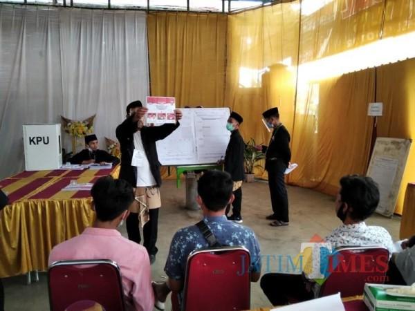 Penghitungan di salah satu TPS pada saat tahapan Pilkada Kabupaten Malang 2020, Rabu (9/12/2020). (Foto: Ashaq Lupito/MalangTimes)