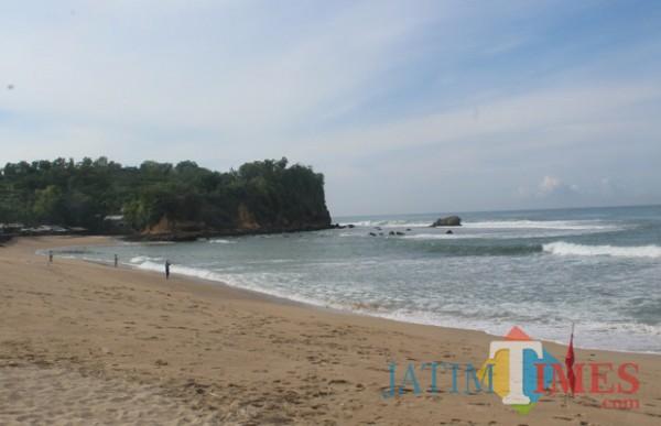 Wisata Pantai Tambakrejo di Kabupaten Blitar. (Foto : Aunur Rofiq/BlitarTIMES)