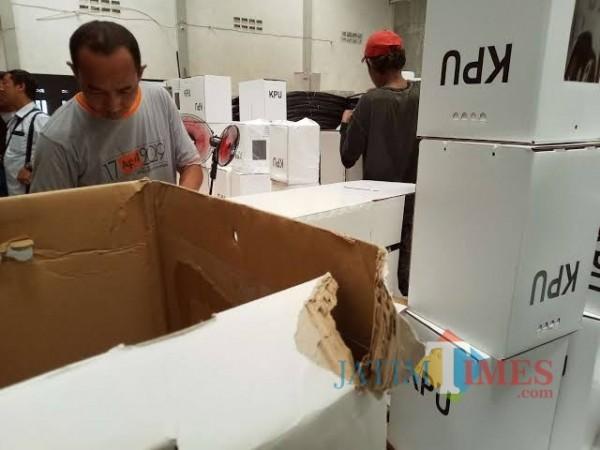 Kotak Suara Tidak Tersegel Masif, Pimpinan Partai Desak Bawaslu Surabaya Tegas