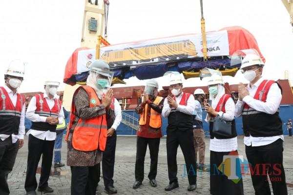Pemberangkatan ekspor kereta api ke Filipina.