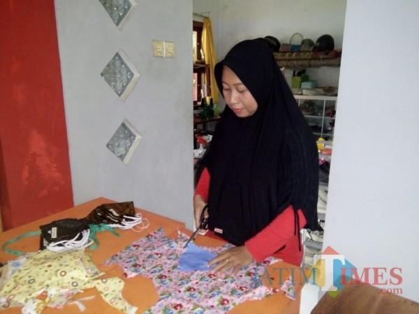 Pandemi Covid-19 Membawa Berkah IRT di Jember, 1 Bulan Mampu Produksi Seribu Masker