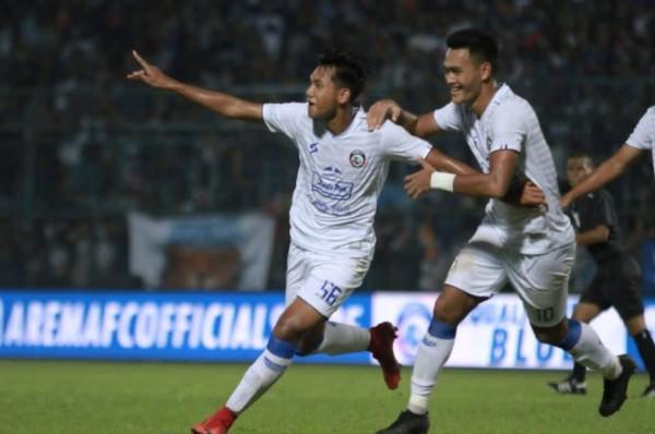 Titan Agung (kiri) saat merayakan gol bersama M. Rafli (Instagram Titan Agung)