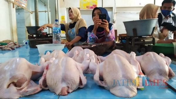 Jelang Nataru, Harga Daging Ayam di Bondowoso Kian Meroket