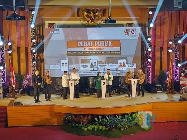 Masing-masing paslon saat bertarung ide, gagasan dan program kerja dalam agenda debat publik. (Foto: Tubagus Achmad/MalangTimes)
