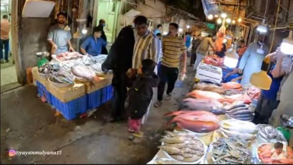 Pasar di kota Makkah (Foto: YouTube Alman Mulyana)