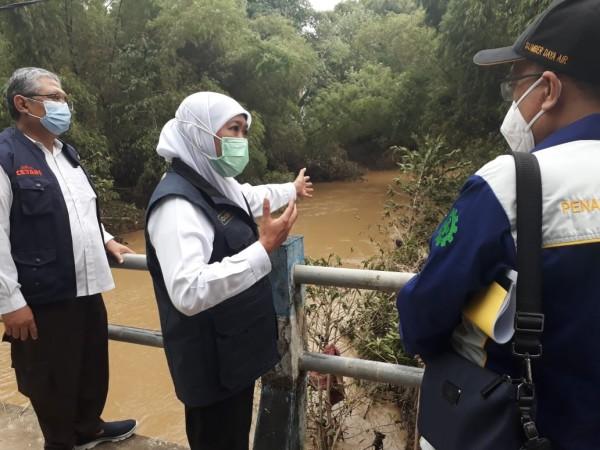 Sampang Setiap Tahun Diserbu Banjir, Gubernur Khofifah Upayakan Air Sungai Cepat ke Laut