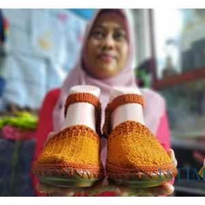 Masker dan Konektor Hijab Rajut Buatan UMKM Kota Kediri Mamamomo Banjir Pesanan