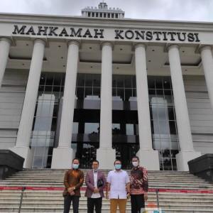 Machfud Arifin dan Mujiaman Resmi Daftarkan Hasil Pilkada Surabaya ke Mahkamah Konstitusi