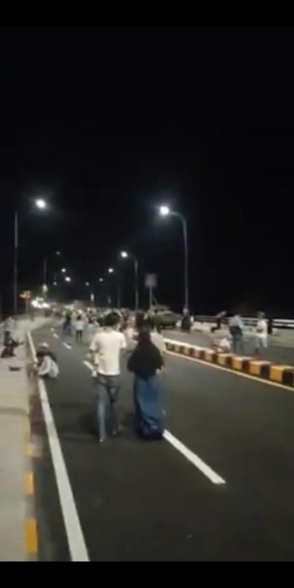Jembatan Kedungkandang Jadi Tempat Wisata Dadakan, Warganet Minta Dijadikan CFD
