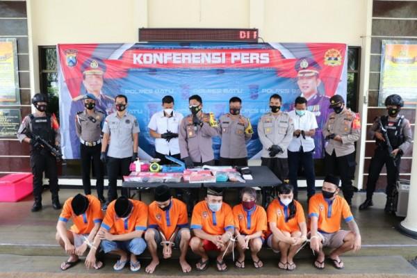 Kapolresta Batu rilis 7 tersangka kasus narkoba di Polresta Batu dan Rilis kasus Ahkir tahunSelasa (29/12/2020)