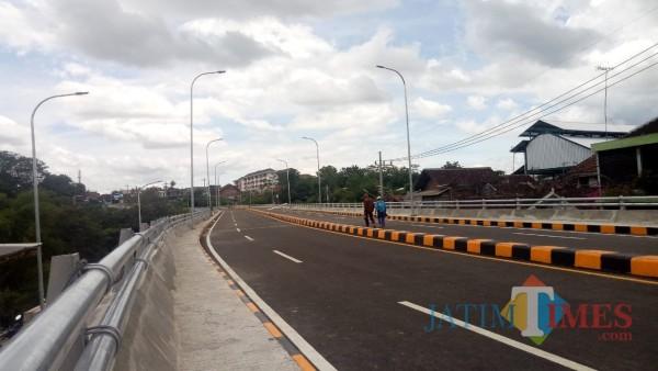 Potret kawasan Jembatan Kedungkandang, Selasa (29/12). (Ahmad Amin/MalangTIMES).