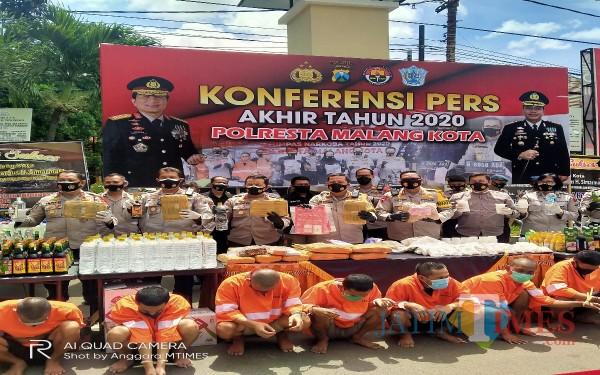 Seluruh jajaran perwira Polresta Malang Kota yang hadir didalam rilis akhir tahun Polresta Malang Kota (Anggara Sudiongko/MalangTIMES)