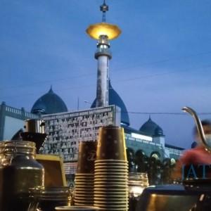 Coffee Library Banyuwangi, Ngopi Subuh Depan Masjid sambil Tambah Wawasan dengan Membaca