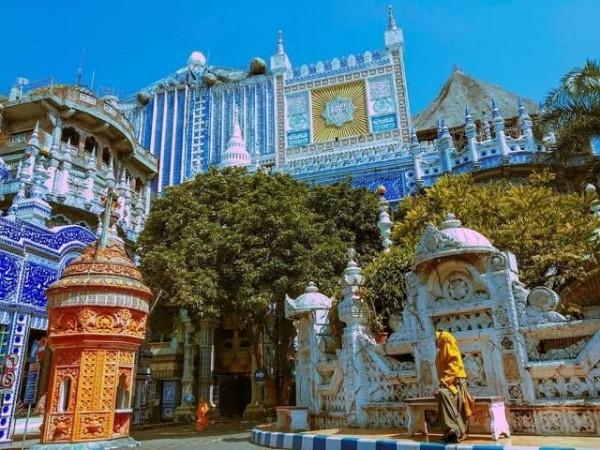 Masjid Tiban, Salah Satu Destinasi Wisata Religi Bagi Wisatawan yang Inginkan Ketenangan