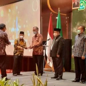 Kemenag Beri Penghargaan UIN Malang sebagai PTKI dengan Mahasiswa Asing Terbanyak