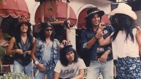 Para personel Elpamas dengan gaya musisi rock medio 1980-an. (Foto: kabarsidia.com)